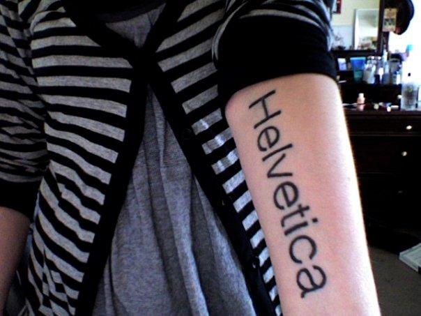 Tatuaje Tattoo Helvetica diseño grafico